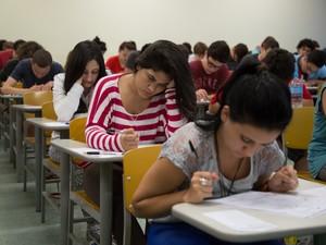 Procura por concursos municipais aumenta com  crise econômica (Foto: Analice Diniz/G1)