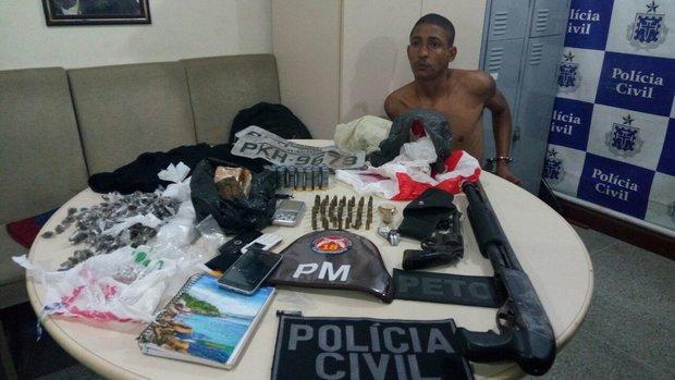 Gate foi preso com armas e drogas durante operação no Subúrbio de Salvador Foto: Divulgação/SSP